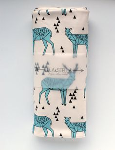 Who doesnt love an adorable animal print? This geometric deer design is printed on very soft 100% organic cotton knit.  Our stylish swaddling