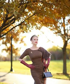 Finally, a modern day glove brand that creates hard-to-find shades of beautiful color. Retro Fashion, Girl Fashion, Vintage Fashion, Stop Staring Dresses, Neutral Dress, Miss Mosh, Pin Up Looks, Lady Jane, Long Gloves