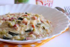 Il risotto con zucchine, pancetta affumicata e panna è un primo piatto cremoso, ricco di sapore e perfetto anche per situazioni più formali. Ecco la ricetta