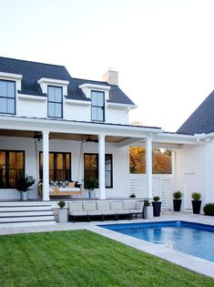Farmhouse Exterior Design Ideas - The farmhouse exterior design completely mirrors the whole design of your home and the family members tradition also. The modern farmhouse design is not just for. Modern Farmhouse Exterior, Modern Farmhouse Style, Farmhouse Plans, Farmhouse Design, Modern Home Exteriors, Home Exterior Makeover, Building A Porch, Building Homes, House With Porch