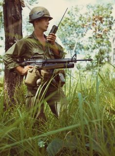 Soldier with an Vietnam History, Vietnam War Photos, Vietnam Veterans, American War, American Veterans, Military Police, Military Art, United States Army, Cold War