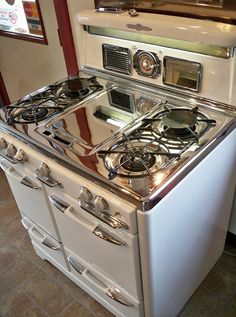 The most beautiful, restored stove. Reliance Appliance 1950's 35""