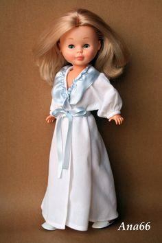 Nancy con el modelo salto de cama de 1975 American Girl, Nancy Doll, Girl Doll Clothes, Beautiful Dolls, Crochet, Glamour, Summer Dresses, Casual, Prints