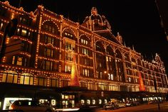 Harrods: This upmarket department store is renowned throughout the globe. Harrods Christmas, Christmas World, London Christmas, Father Christmas, London Shopping, England And Scotland, Tower Of London, Department Store, London England