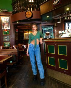 Cute aesthetic trendy outfit with mom jeans green shirt Vanessa Moe, 80s Fashion Party, Looks Style, My Style, Summer Outfits, Cute Outfits, Retro Outfits, Grunge Outfits, Look Fashion