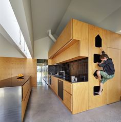 Andrew Maynard Architects created a home for a couple and their twin sons, who were wishing for a place for 'community, art and nature to come together', what they've got was a small village. 05