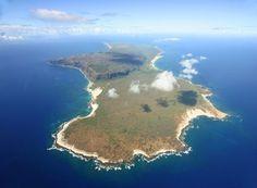 Niihau Island  De superrijke familie Robinson kocht dit Hawaiaanse eiland in 1915 en sloot het voor de buitenwereld af om de oorspronkelijke natuur, mensen en dieren te beschermen. Tegenwoordig worden er af en toe helikoptertours georganiseerd naar dit Verboden Eiland, maar toeristen mogen enkel het strand betreden en niet in de buurt van de oorspronkelijke bewoners komen.