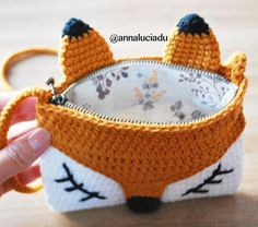 OK. I finnally add zipper and linning to this fox strap bag. , OK. I finnally add zipper and linning to this fox strap bag. Crochet Pencil Case, Crochet Pouch, Crochet Diy, Crochet Crafts, Crochet Stitches, Crochet Projects, Crochet Patterns, Crochet Bags, Crochet Coin Purse