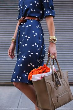 shirtdress + tied belt & structured tote = magic