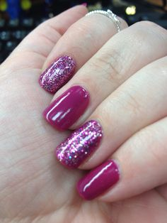 Glitter accent nail mani