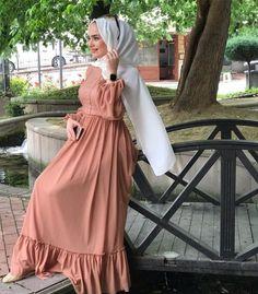 hijab beach Image may contain: 1 person, standing and outdoor Modern Hijab Fashion, Hijab Fashion Inspiration, Islamic Fashion, Abaya Fashion, Muslim Fashion, Dress Fashion, Mode Outfits, Fashion Outfits, Hijab Evening Dress