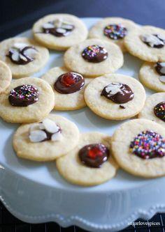 Cute as a Button Shortbread Cookies (or) Bottoncini di Pasta Frolla – SugarLoveSpices