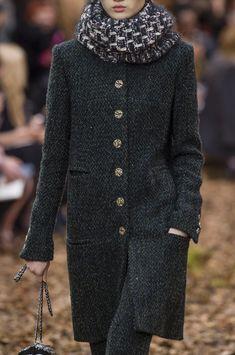 Chanel at Paris Fashion Week Fall 2018 - Details Runway Photos