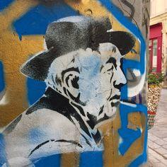 """J'ai reconnu le bonheur au bruit qu'il a fait en partant"" Jacques Prevert #jacquesprevert by @pascoariane #pascoariane #streetart #graffiti #graff #spray #bombing #wall #instagraff #urbanart #wallporn #urbanwalls Rue Denoyez #paris"