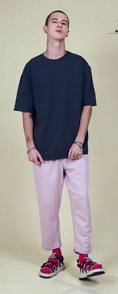 남자가 연출하는 핑크컬러룩은 더욱 매력적이네요. 커플룩으로도 손색없어요. Model : 186 cm / L size