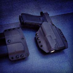Glock 17 Find our speedloader now!  http://www.amazon.com/shops/raeind