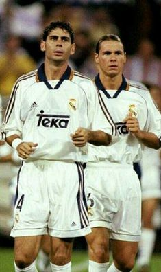 Fernando Hierro & Fernando Redondo. First Football, Best Football Players, Good Soccer Players, Football Love, Real Madrid Team, Real Madrid Football Club, Real Madrid Players, Equipe Real Madrid, Classic Football Shirts
