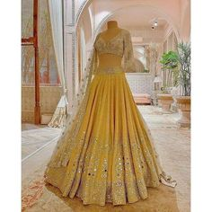 Party Wear Indian Dresses, Indian Bridal Outfits, Party Wear Lehenga, Indian Fashion Dresses, Dress Indian Style, Indian Designer Outfits, Indian Wear, Designer Dresses, Indian Attire