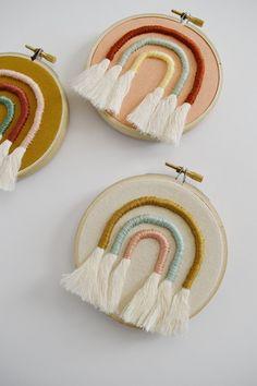 Regenbogen Stickrahmen - Regenbogen Hoops – Ardent Market Imágenes efectivas que le proporcionamos sobre diy cr - Embroidery Hoop Decor, Embroidery Flowers Pattern, Simple Embroidery, Hand Embroidery Designs, Embroidery Art, Modern Embroidery, Beginner Embroidery, Machine Embroidery, Diy Embroidery Baby