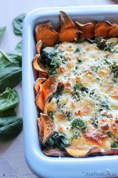 Savory pie: sweet potato with spinach - Sweet potato quiche with spinach and goat cheese It& a Food Life - Love Food, A Food, Food And Drink, Veggie Recipes, Vegetarian Recipes, Healthy Recipes, Quiche, Clean Eating Snacks, Healthy Eating