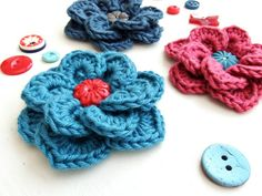 Free pattern: Crochet flowers two layers overlapping petals