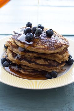 THE BEST Whole Wheat Pancakes - these whole wheat buttermilk pancakes taste just as good as regular ones! Whole Wheat Pancakes, Pancakes And Waffles, Healthy Breakfast Recipes, Pancake Recipes, Healthy Breakfasts, Healthy Meals, Healthy Food, Buttermilk Pancakes, Yummy Food