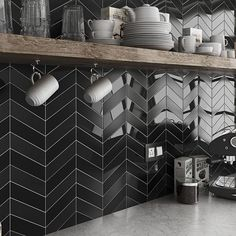 Arrows Gloss Black Grey Chevron Wall Tiles - 5 x 19 cm Ultra Modern Tuile Chevron, Chevron Tile, Herringbone Tile, Black Chevron, Chevron Walls, Black Splashback, Kitchen Splashback Tiles, Black Backsplash, Kitchen Organization