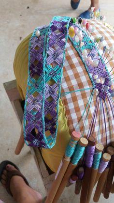 Bobbin Lacemaking, Bobbin Lace Patterns, Lace Jewelry, Needle Lace, Lace Making, Lace Design, Tatting, Knots, Needlework