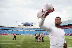 BUFFALO, NY - OCTOBER 16: Tyrod Taylor #5 of the Buffalo Bills walks off the field after beating the San Francisco 49ers at New Era Field on October 16, 2016 in Buffalo, New York. (5018×3345)