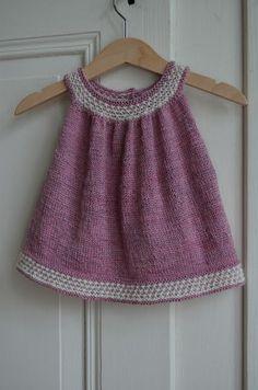 Als Nadja von schneckenstrick mich gefragt hat, ob ich ihre neue Anleitung Buttercup stricken möchte, habe ich sofort zugesagt. Das Kleidc...