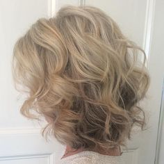 Curly+Blonde+Hairstyle+For+Medium+Hair
