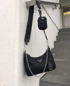 Find tips and tricks, amazing ideas for Prada handbags. Discover and try out new things about Prada handbags site Prada Bag, Prada Handbags, Black Handbags, Purses And Handbags, Louis Vuitton Handbags, Fashion Bags, Fashion Handbags, Womens Fashion, Fashion Fashion