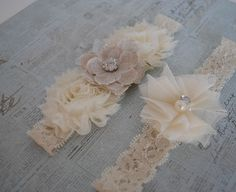 Burlap Wedding Garter, Cream Lace Garter, Cream and Burlap Garter, Tulle Garter, Linen Garter. LOVE! via Etsy.