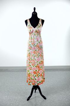 Vintage 1970's peach rose floral Vanity Fair nightgown - size L by piscesvintage, $14.00