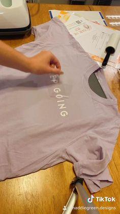 Clothing Packaging, T Shirt Packaging, Tshirt Branding, Clothing Branding, Clothing Brand Logos, Fashion Packaging, Clothing Labels, Packaging Ideas, Brand Packaging