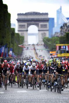 La Vuelta a Francia en France. Montar en bicicletas.