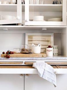 Встроенные шкафы с выдвижными разделочными досками