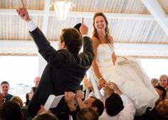 Checkliste Hochzeit - feierndes Paar