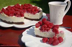 Sernik z białą czekoladą i malinami