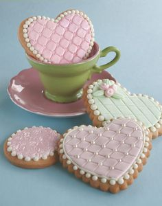 Yesterdays sweet treats, pretty embossed fondant sugar cookie hearts in sweet homemade (home crafted) cookie boxes. You can see more embossed cookies here and read more about my embossing tools here. Cookies Fondant, Cookies Cupcake, Galletas Cookies, Fancy Cookies, Heart Cookies, Iced Cookies, Cute Cookies, Royal Icing Cookies, Cookies Et Biscuits