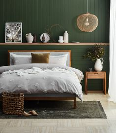 Create a dreamy natural bedroom with oak wood, pops of deep green and raw textures Green Bedroom Walls, Green Master Bedroom, Green Bedroom Decor, Bedroom Wall Colors, Bedroom Color Schemes, Green Rooms, Green Bedroom Colors, Green Bedroom Design, Natural Bedroom