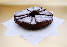 Der würzige Schokoladenkuchen riecht nicht nur nach Weihnachten, er schmeckt auch so! #geolino #rezept #weihnachten #backen #kinder
