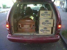 En los paquetes funerarios van incluidas las chelas - Pues aquí se toma por felicidad y por tristeza y por cualquier motivo.