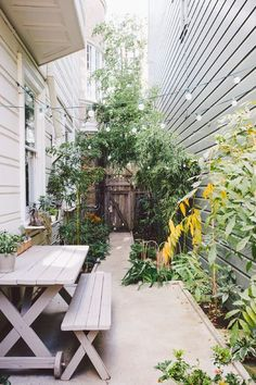 Pocket Gardens, Pint-Size Patios and Urban Backyards 3