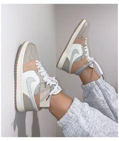 Dr Shoes, Cute Nike Shoes, Nike Air Shoes, Hype Shoes, Me Too Shoes, Shoes Sneakers, Jordans Sneakers, Pink Jordans, Nike Women Sneakers
