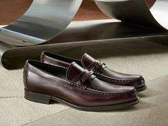 Rigorous elegance with a modern twist: polished leather loafers with leather soles and clasp made of metal and precious wood.  #tods #shoes #clamp #loafers #fw1516 #fallwinter1516 #menswear #madeinitaly
