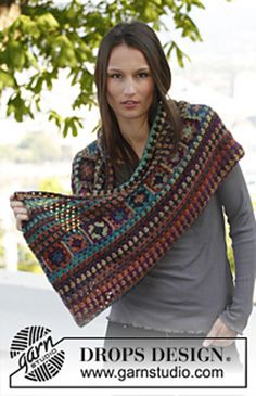Ravelry: 143-40a Magic Shawl - Moebius neck warmer with squares in Delight pattern by DROPS design  Free pattern