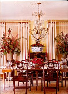 Low-set floral arrangements don't obstruct views across the table. Larger arrangements are on columns against the walls