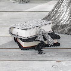 Modell 169/1, Gehäkelte Buchhüllen aus Bandana von Junghans-Wolle - Modell 169/1, Gehäkelte Buchhüllen aus Bandana. « Schönes für Zuhause « Häkelmodelle « Stricken & Häkeln im Junghans-Wolle Creativ-Shop kaufen