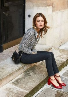 What Our French Fashion Friends Do and Don't Shop for at Zara - Chic French Style - Red shoes outfit - Parisian Chic Style, Casual Chic Style, French Chic Fashion, French Street Fashion, French Chic Style, French Women Fashion, Classic Fashion, Style Work, Mode Style